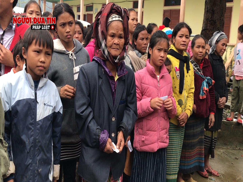 Người dân xã Tân Trạch rất cảm động khi được nhóm thiện nguyện đến thăm hỏi, chia sẻ động viên